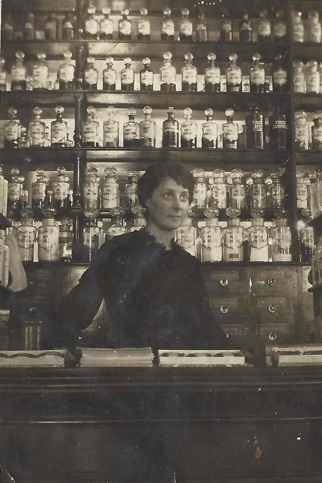 Elizabeth Gray Davidson in Boots, Argyle Place, Edinburgh 1920s